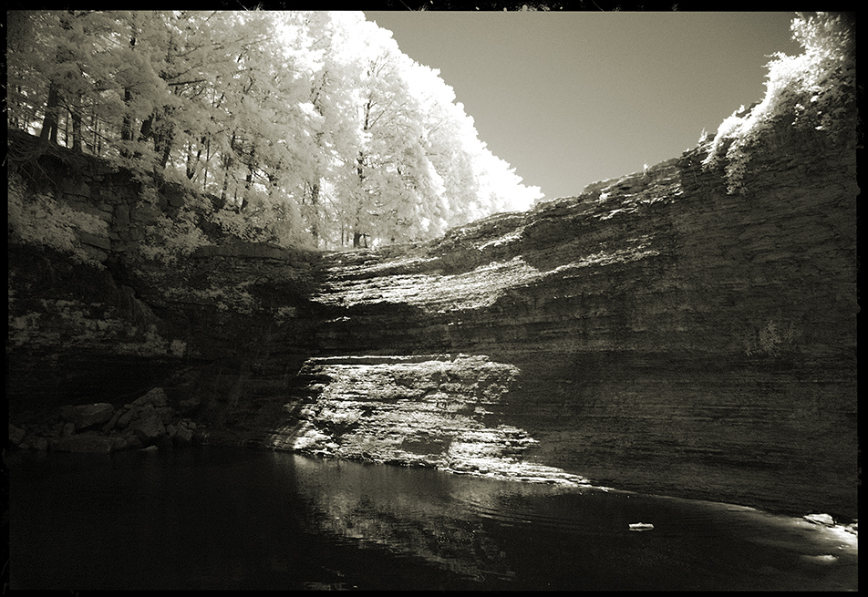 infrared at the foot of balls falls